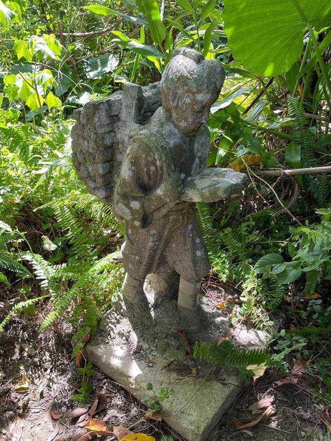 張男說,友人於1976年於北市某工地拾獲,再轉贈給他,當時還是用機車將石雕載運回家,本來都放置於家中,於2015年間將石雕遷移至福和橋下濕地。