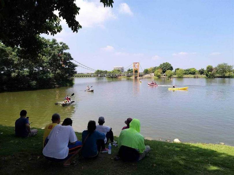 官田葫蘆埤舉辦水域遊憩體驗,昨有近2000人入場。(圖/台南市觀光旅遊局提供)